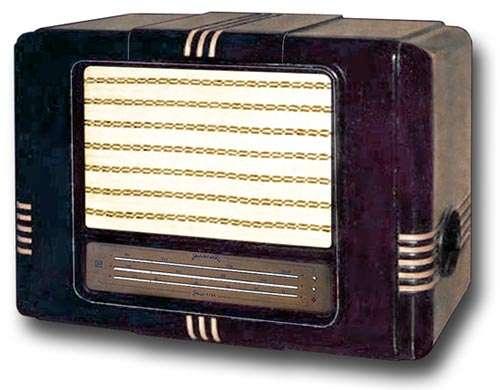 В 1945 году выпущен первый радиоприемник Rīga Т-689, в 1947 году сделали массовый приемник Rīga Т-755.