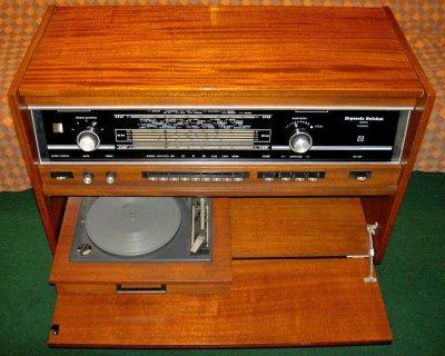 Габариты радиолы: 795