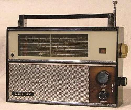 Почти заграничный.  А вот просто приёмник у нас дома в начале 70-х гг. был VEF-12, я его очень хорошо помню.